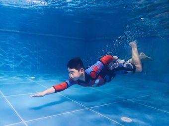 泡泡塘少儿游泳馆