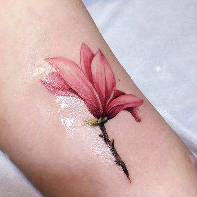 大臂玉兰花纹身款式图