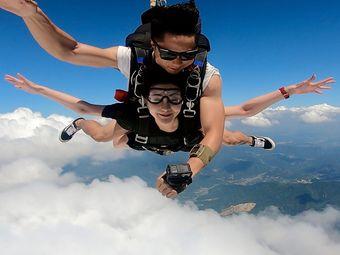 杭州湖景跳伞