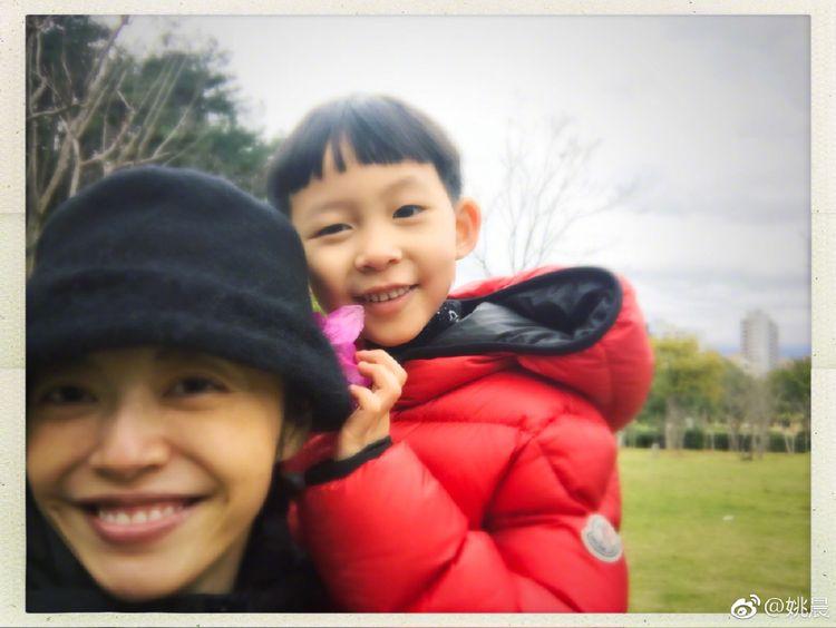 姚晨微博晒6岁儿子画作,实力表演亲妈打脸  第6张