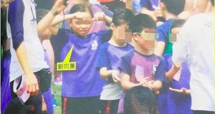 刘德华7岁女儿参加校运会3名保镖陪护,网友感叹排场太大了吧  第8张