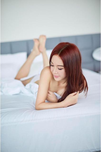 53岁温碧霞拍卖写真集,一双细腿惊为天人,网友
