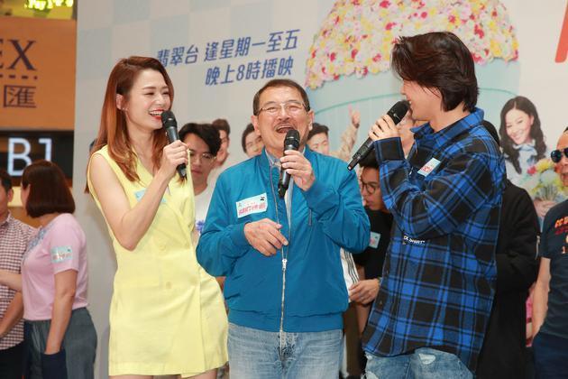 刘恺威父亲透露杨幂女儿小糯米近况,亲手为爷