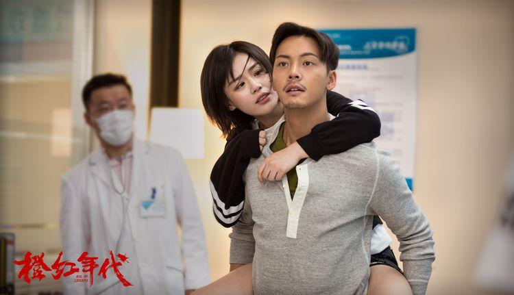 刘子光男友力Max背起脚受伤的胡蓉.jpg