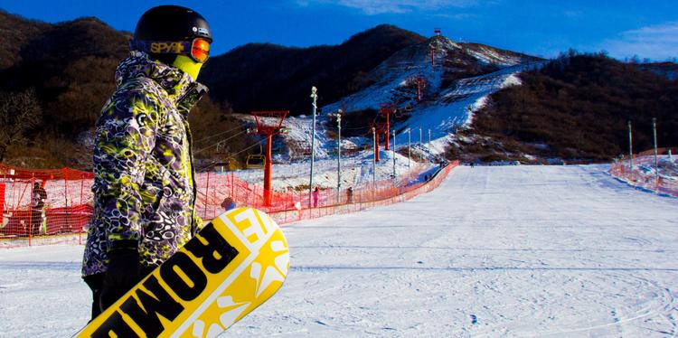 照金国际滑雪场|198元享周六周日,日场4小时滑雪+雪具(不限人群票)