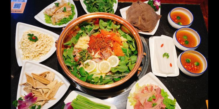 九月侨牛肉火瓢|99元享精品牛肉火锅2-3人餐|2店通用|云南来的火锅!