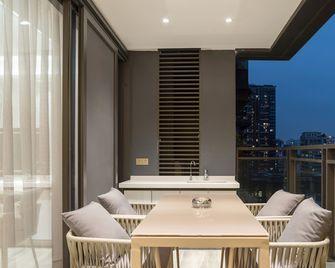 140平米三室一厅英伦风格阳台图