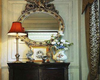 富裕型110平米三室两厅美式风格储藏室装修图片大全