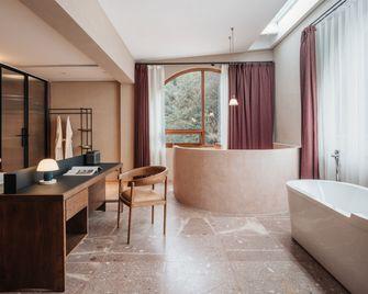 140平米现代简约风格客厅装修图片大全