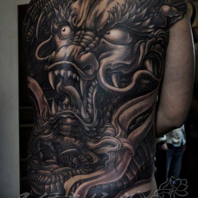 黑白龙满背纹身图