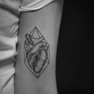线条心脏纹身图