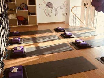 观荷瑜伽生活馆