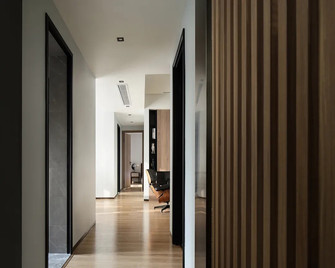 120平米三室一厅英伦风格走廊欣赏图