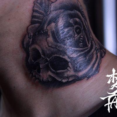 骷髅与玫瑰纹身图
