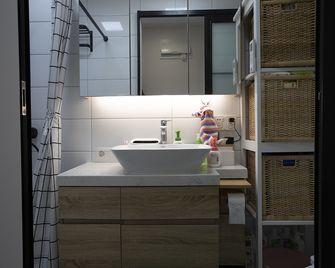 70平米一居室宜家风格卫生间图