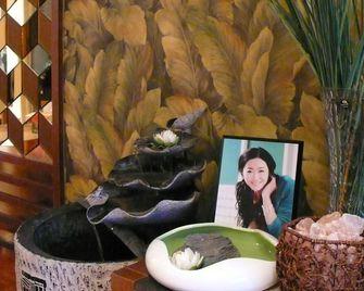 经济型120平米三室两厅东南亚风格梳妆台设计图