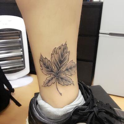 脚踝情侣枫叶纹身款式图