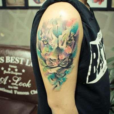 水彩狮子头纹身图