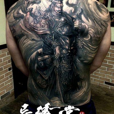 满背游戏人物纹身款式图