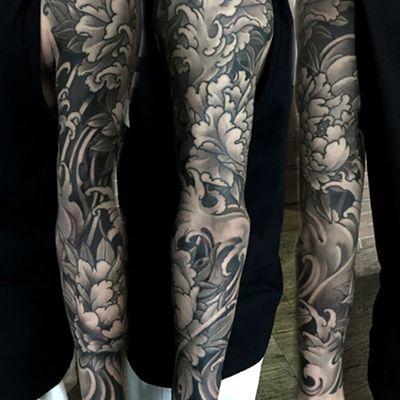 牡丹海浪黑白花臂纹身图