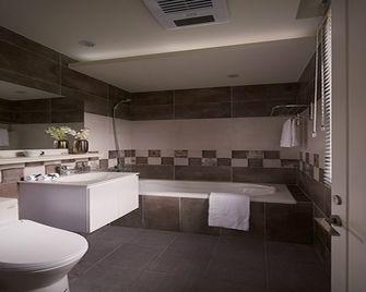110平米三室两厅美式风格卫生间浴室柜装修案例