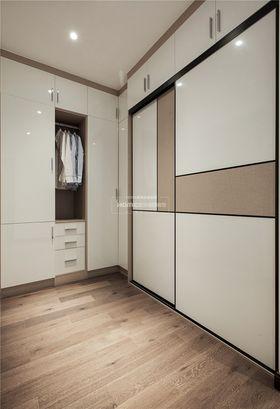 140平米四室兩廳現代簡約風格衣帽間圖片