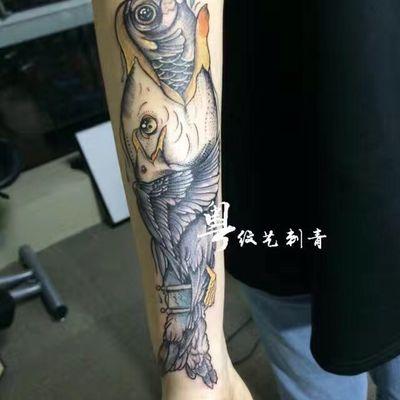 大鱼吃小鱼纹身图