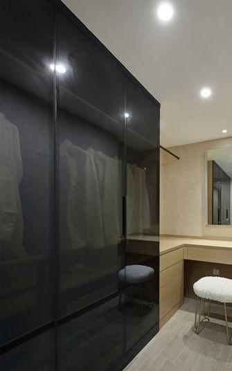 130平米三室两厅现代简约风格衣帽间图片