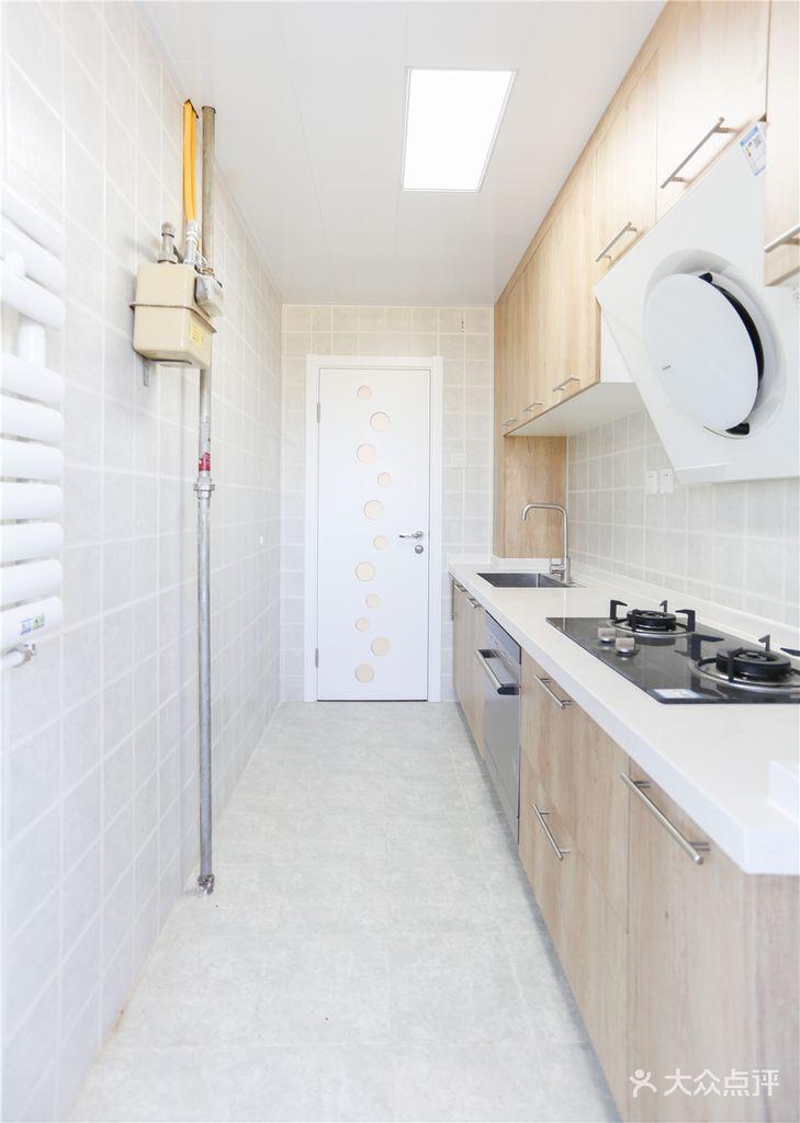 70平米现代简约风格厨房效果图