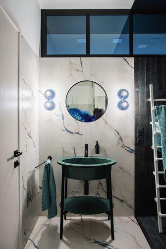 70平米一居室英伦风格卫生间设计图