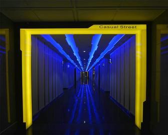 140平米英伦风格走廊图片大全