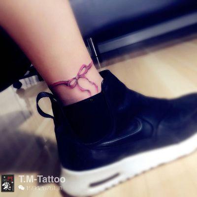 脚踝蝴蝶结纹身图