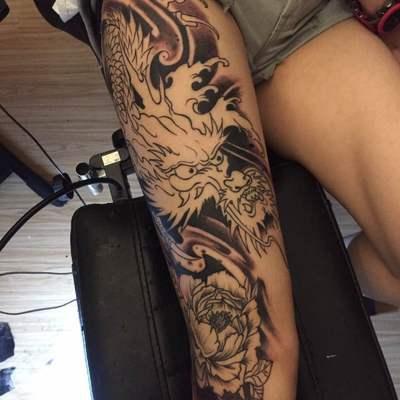 飞龙纹身图