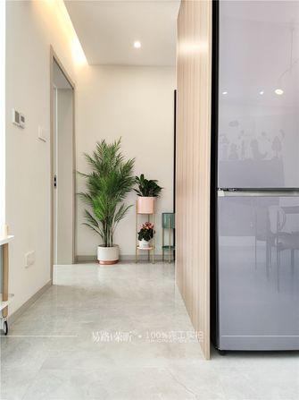 15-20万130平米三室两厅现代简约风格走廊设计图