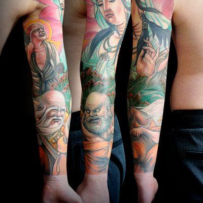 彩色观世音花臂纹身图
