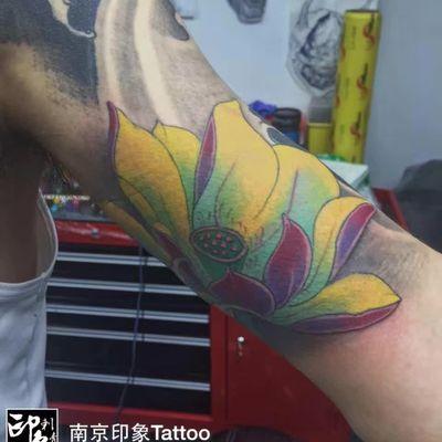 大臂鲤鱼内侧纹身款式图