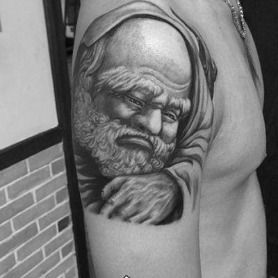 黑白达摩大臂纹身图