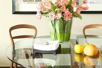 现代简约风格餐桌装修案例