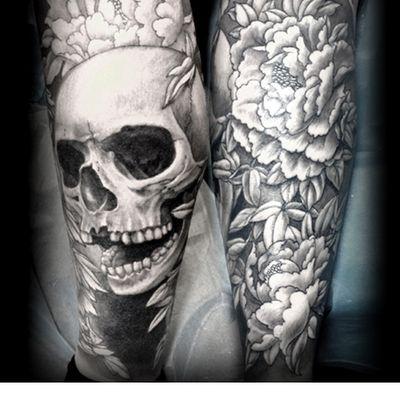 小腿骷髅牡丹纹身图
