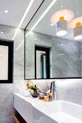 130平米三室一厅现代简约风格卫生间效果图