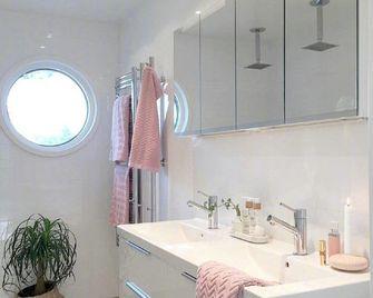 70平米现代简约风格卫生间浴室柜图片大全
