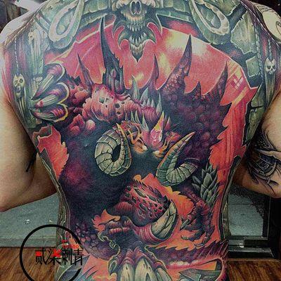 欧美重彩满背纹身图